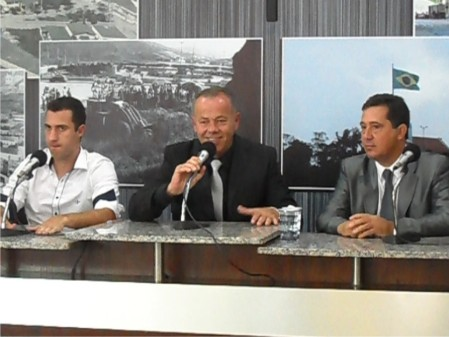 Banha - PDT, ao centro, ao lado de Gabriel Eid - PR (esq.) e Renato Foresto - PT (dir.)